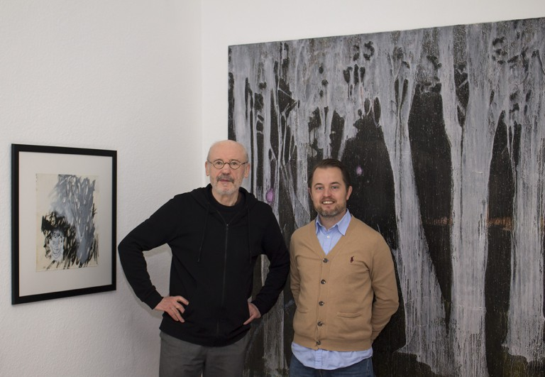 Tomas Nanne Sandberg mit Wolfgang Köppe vor Arbeiten von Becker Schmitz und Kevin A. Rausch